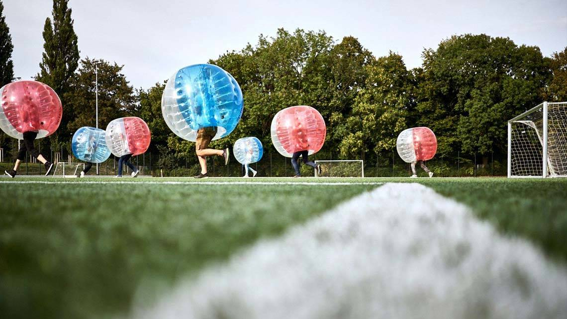Sommerevent: Agentur spielt Bubble Soccer