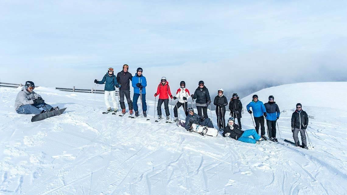 Weihnachtsfeier: Agentur beim Skifahren
