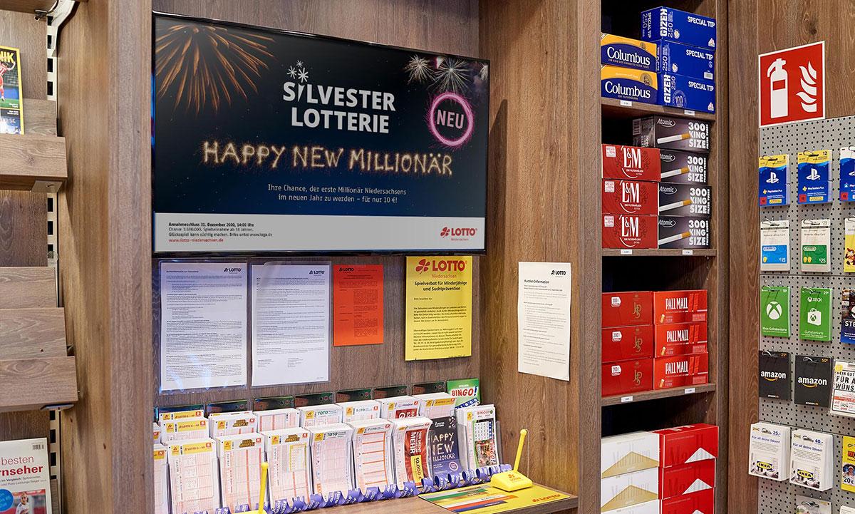 Werbeplakat der Lotto Niedersachsen Silversterlotterie in einer Verkaufsstelle