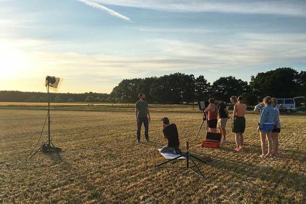 Aufnahmen während des Sonnenuntergangs auf dem Feld - Windrich & Sörgel